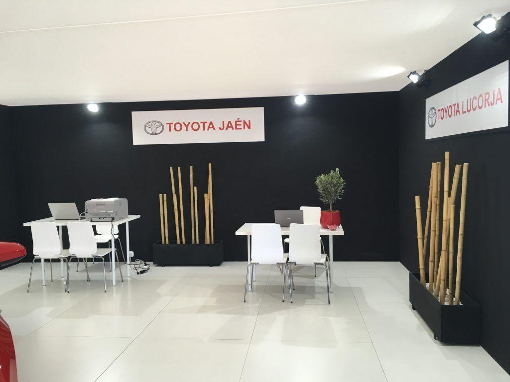Stand Toyota dentro mesas